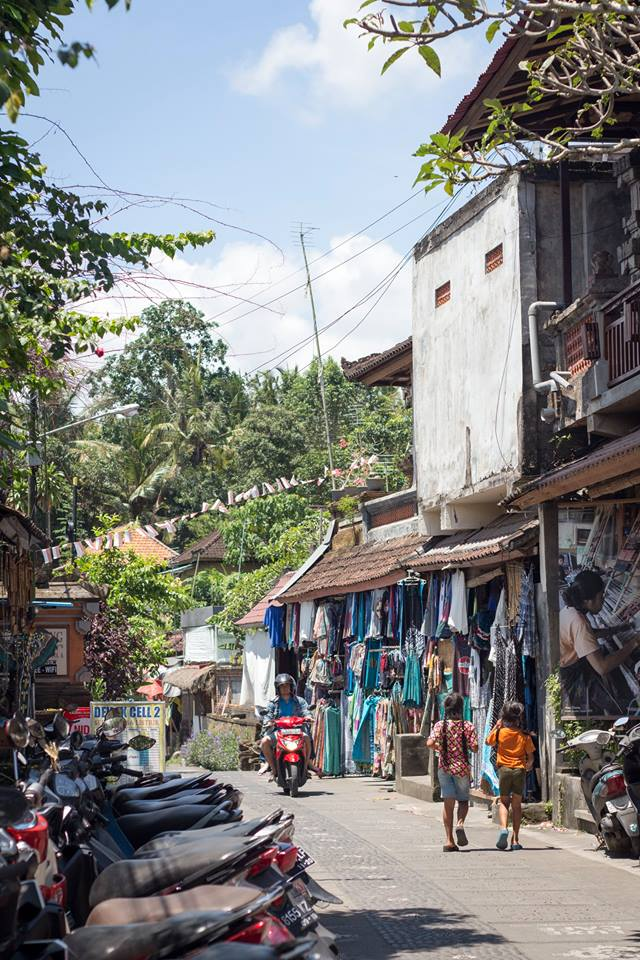 Ubud Tipps: Beim Spaziergang durch die Gassen die tolle Bali Atmosphäre einsaugen