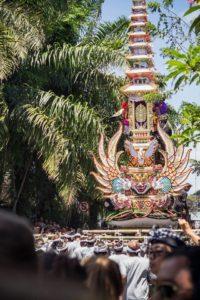 Ubud Tipps: Unbedingt bei einer der Zeremonien im Zentrum Balis dabei sein