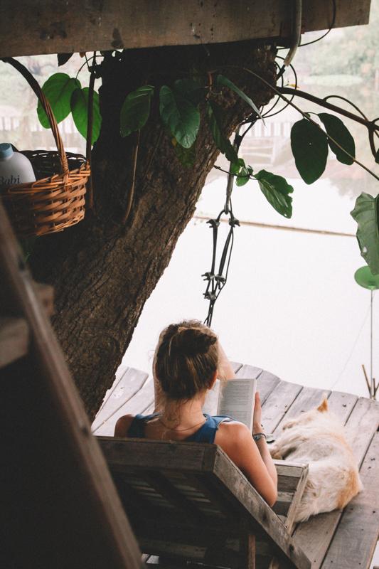 Negative Gedanken machen stoppen - in einem Baumhaus in Thailand
