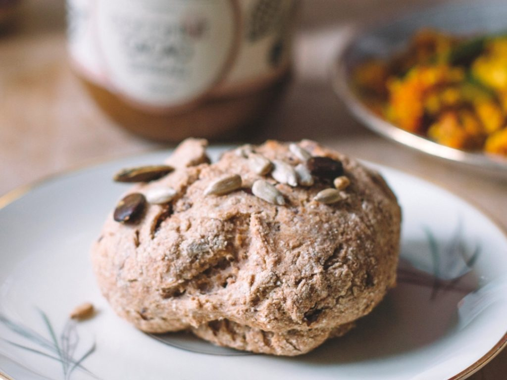 Mein Rezept für luftig knusprige vegane Brötchen ohne Weizen